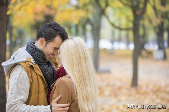 夫妻平淡而幸福的句子,若是懂得,无言也暖:夫妻间是一份相依相伴,携手一起走过