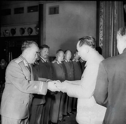姓韩的名人,韩练成:蒋身边最高级别潜伏者,55年授衔时主动拒绝上将军衔