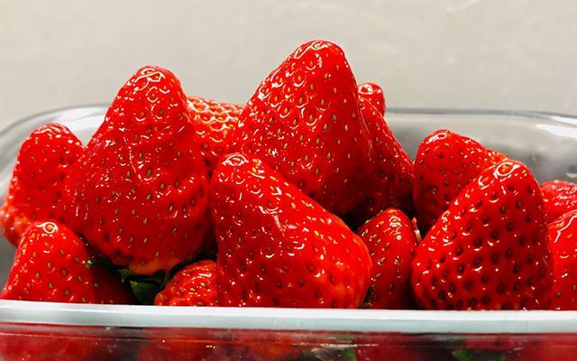草莓酱的做法,吃不完的草莓怎么办?教你做草莓酱,香甜可口,纯手工0添加