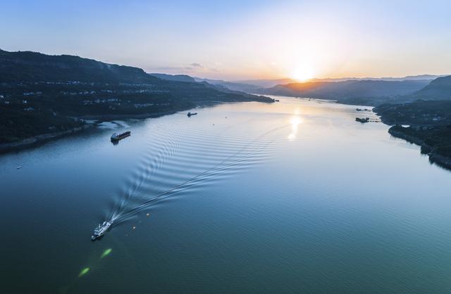 长江简介,被忽视了几千年的长江是如何影响中国的