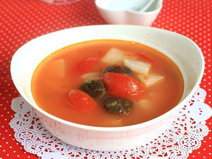香菇汤的做法,香菇番茄萝卜汤简单做法,酸酸甜甜,清凉去火