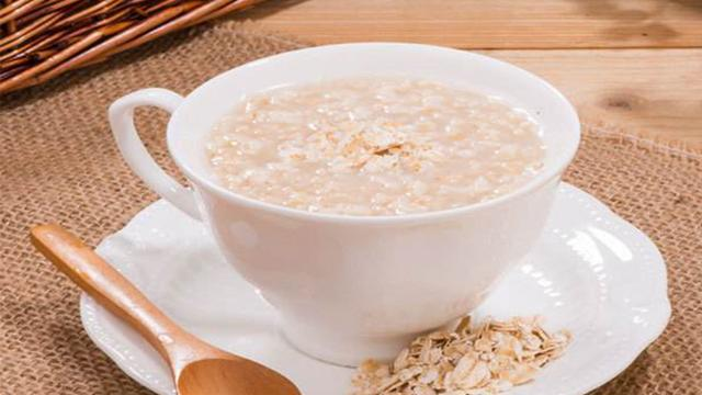 燕麦粥怎么做,牛奶燕麦粥:它是一道低糖、高营养、高能食品滋补佳品。做法教程