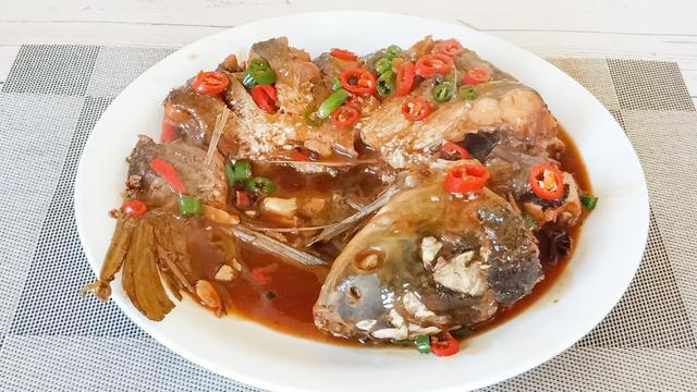 """炖鱼的做法,不管炖什么鱼,掌握这3个""""诀窍"""",鱼肉鲜嫩美味,没有一点腥味"""