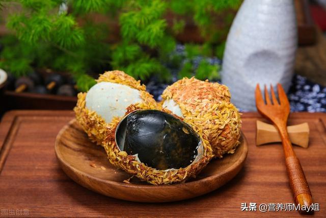 皮蛋的做法,一家三口吃皮蛋中毒,营养师总结:健康安全吃皮蛋的方法