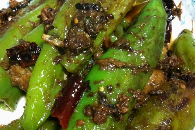 油焖尖椒的做法,油焖青椒的作用 油焖青椒怎么做好吃