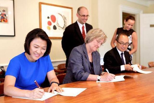 """又有中国富豪给哈佛捐钱了!潘石屹捐1个亿,他俩""""送了""""20亿"""