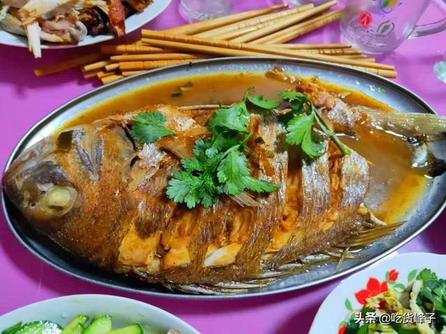 鱼肉的吃法,不管炖啥鱼,都别用料酒和醋去腥,教你正确做法,鱼肉鲜香不腥气