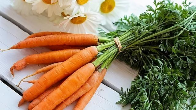 胡萝卜的吃法,胡萝卜这样吃肠胃变好了,眼睛清晰了,老人小孩都喜欢吃