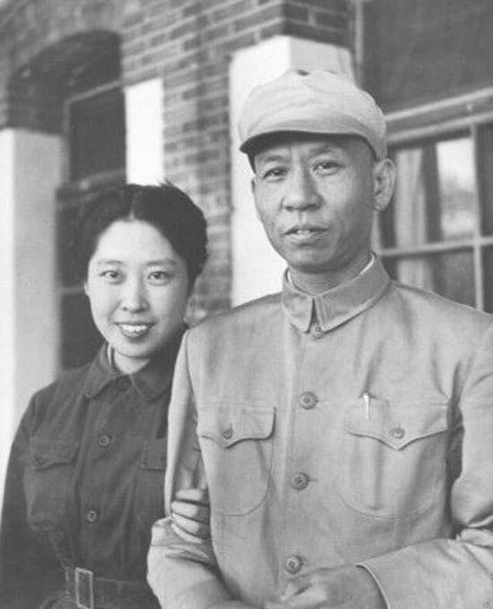 都是怎么日上的妈妈,王光美和刘少奇爱恋,结婚请众人吃蛋糕,毛主席还给女儿带了一块