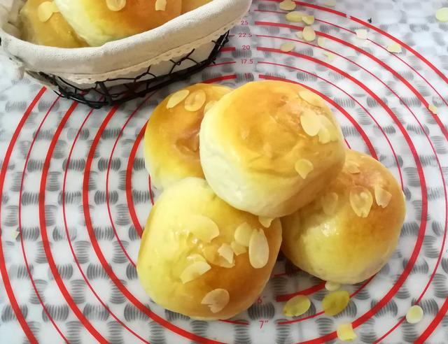 家庭最简单面包的做法,我家最受欢迎的小面包,简单好做又好吃,一次做16个也不累