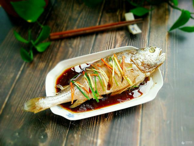 清蒸黄花鱼的做法,清蒸黄花鱼的做法