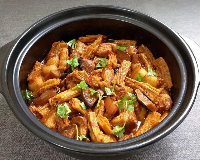 腐竹肉的做法大全,五花肉煲腐竹:酥烂入味,好吃到爆~