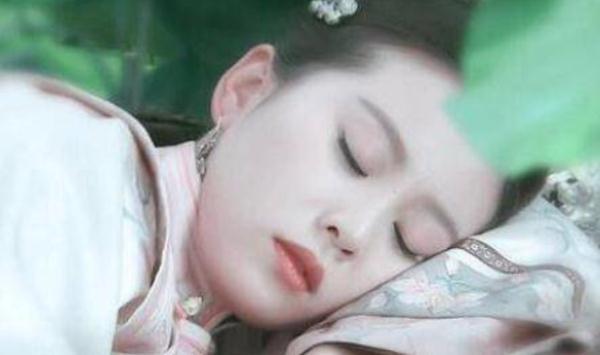 睡美人图片,林心如赵丽颖刘亦菲刘诗诗杨幂,12位睡美人,谁的睡姿最迷人?