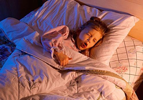 婴儿咳嗽怎么办,宝宝刚满月总是咳嗽怎么办?需要吃什么药?