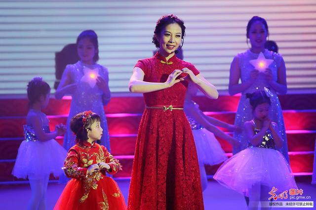 中国航天员的春节祝福 太空女教师王亚平新春献歌