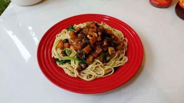 蒜蓉辣酱的吃法,蒜辣酱面素三鲜这样做更好吃,不妨一试