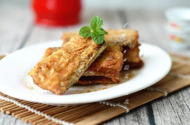 干炸带鱼的做法,干炸带鱼:外皮金黄酥脆,里面鲜嫩无比,全家都爱吃