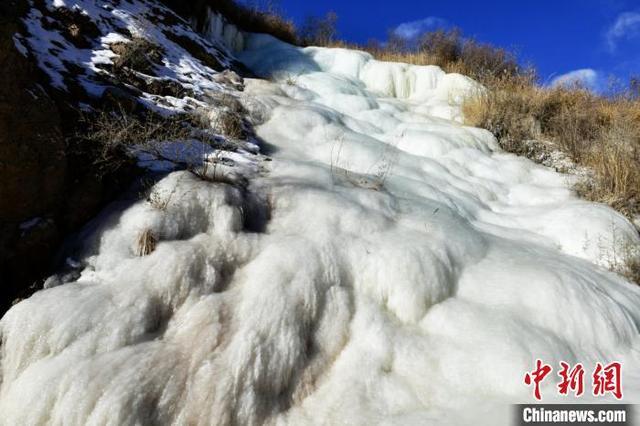 新疆南部天山山脉出现冰瀑 犹如一块羊脂玉 全球新闻风头榜 第1张