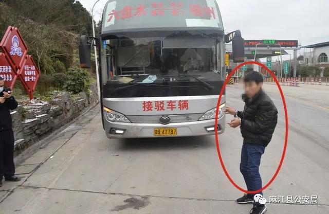 """贵州麻江警方通报""""司机遭乘客持安全锤敲击"""":嫌疑人被刑拘"""