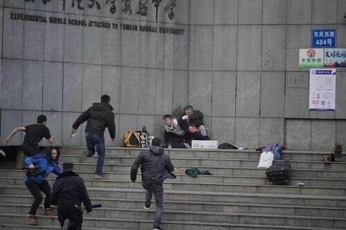 云南省师范学校附设实验学校大门口产生劫持人质恶性事件嫌疑人