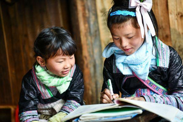 """参考消息,英媒:中国全面脱贫创""""人间奇迹"""""""
