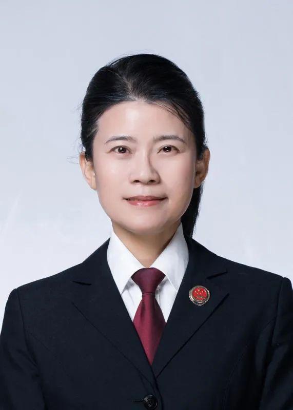姓吴的名人,泉州检察官吴美满再获殊荣,当选2020年度法治人物