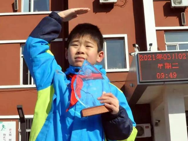中小学生捡到26万余元巨额,失主竟掩人耳目:不缺钱