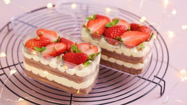 草莓蛋糕怎么做,#白色情人节限定美味# 治愈系美食:草莓盒子蛋糕