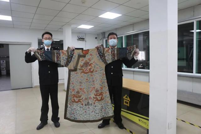 龙袍图片,家里有皇位要继承?杭州海关查获一件龙袍…