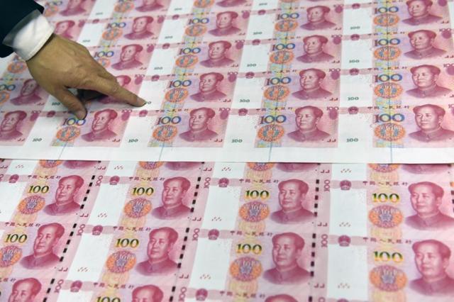 杭州市女人随身带十万元rmb,都是全新的!实情令人后背发麻