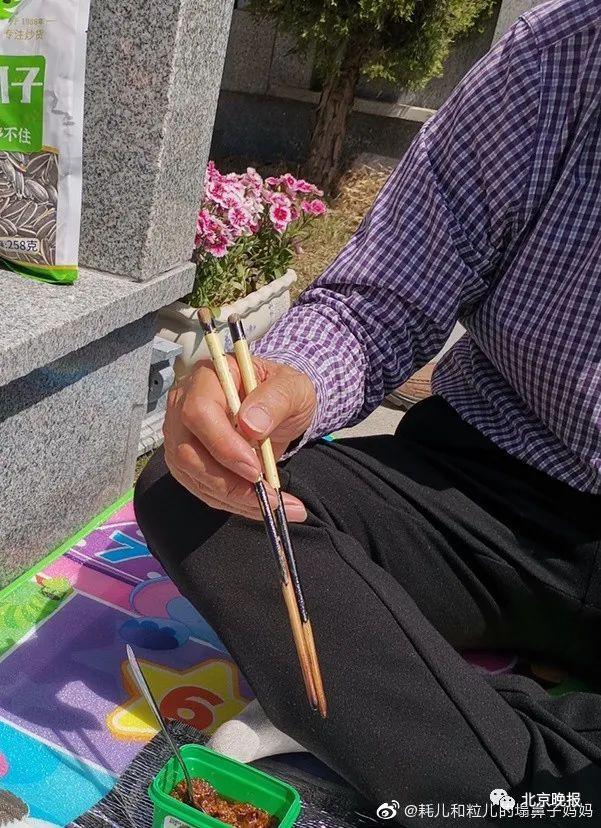 """感谢别人帮助的话,求助""""万能的网络,帮忙找回一双筷子""""!微博下方,网友评论暖心"""