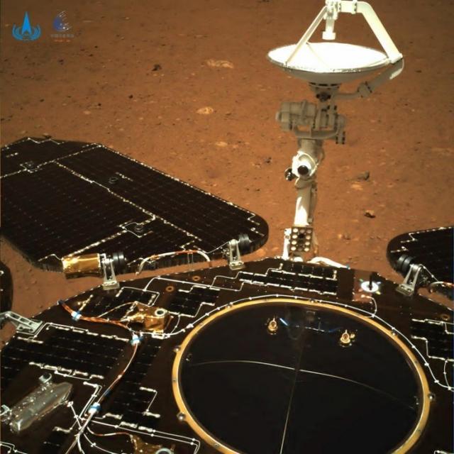 祝融号传回火星照片 全球新闻风头榜 第2张