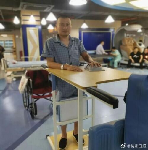 从7楼办案现场坠落的杭州民警站起来了:想开车带孩子出去玩 全球新闻风头榜 第2张
