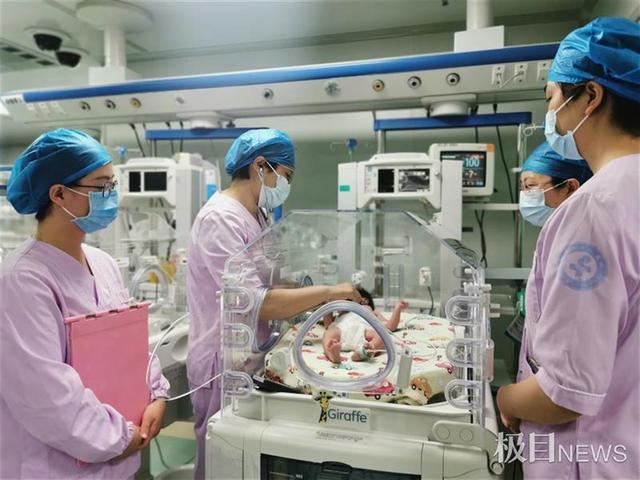 婴儿10,女宝宝刚出生十余小时即患ABO溶血病,医护紧急换血成功救治患儿