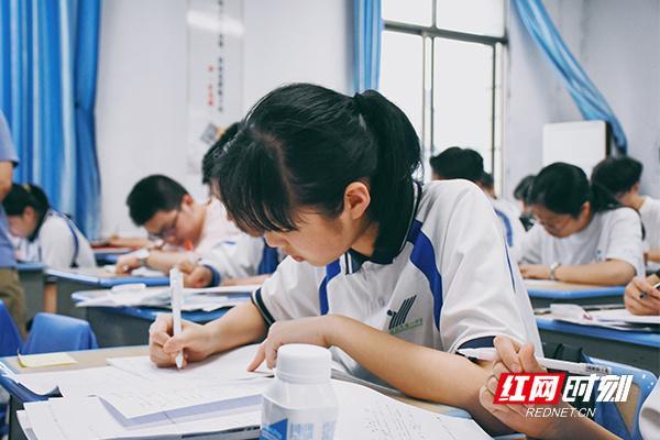 组图 | 益阳:高考倒计时3天 记者实拍高三学生备考冲刺