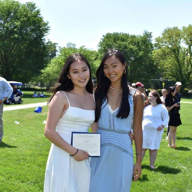 李连杰小女儿国外高中毕业 姐姐到场祝贺姐妹俩气场强大 全球新闻风头榜 第2张