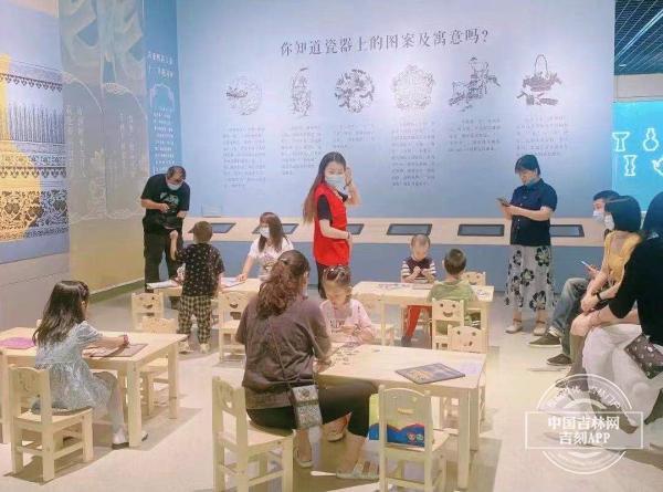 """""""花花大会""""来啦!吉林省博物院藏清代花卉主题文物展开展"""