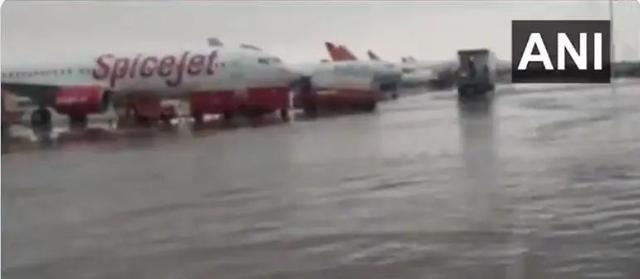 印度一国际机场被淹,现场画面曝光 全球新闻风头榜 第2张