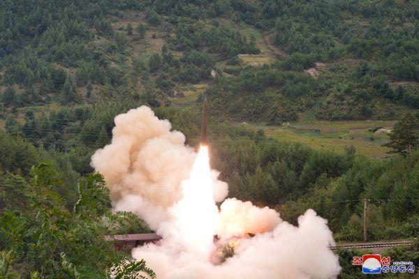 美媒:朝首次公开从列车上试射导弹 增加美探测难度