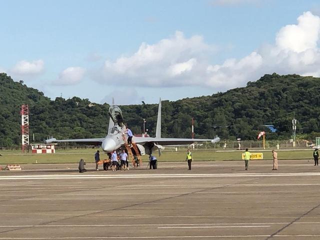 首次亮相中国航展!歼-16D、教-10抵达珠海