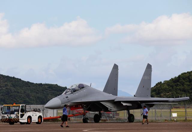 歼-16D、教-10来了!两款机型将首次亮相航展