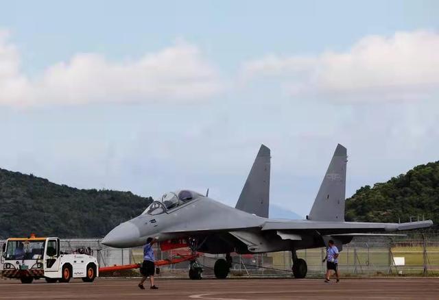 两架机型首次参展!歼-16D静态展示,教-10将飞行展示