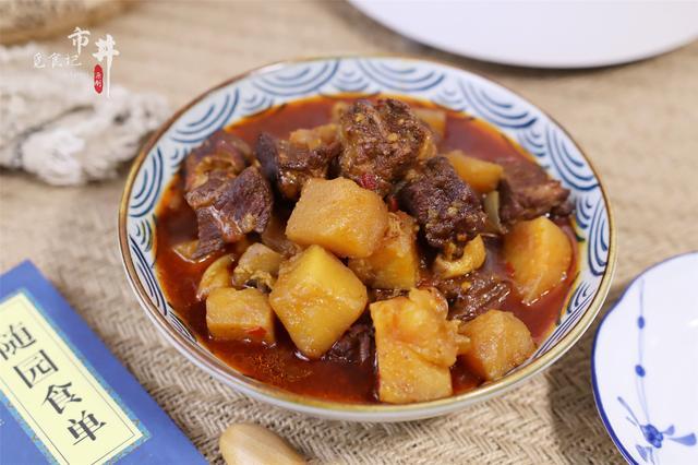 """牛肉怎么炖好吃又烂,做土豆炖牛肉,切记不能""""一锅炖"""",学会1招,牛肉酥烂土豆软糯"""