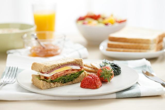 早餐怎么做,早餐决定着每个人健康!看看营养师建议这6种自制及到餐厅吃选择