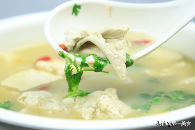鸡汤的家常做法,鸡汤怎么炖才好喝有诀窍,学会这个做法,汤鲜味美,营养又解馋