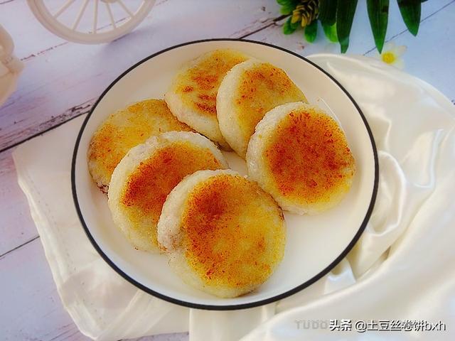 糯米饭的吃法,用糯米饭做小饼,外酥里嫩,简单又省事,温暖过冬全家受益