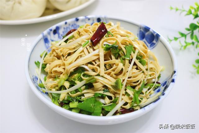 干豆皮的做法,夏天最受欢迎的豆腐皮吃法,一煮一拌就上桌,软嫩入味特好吃