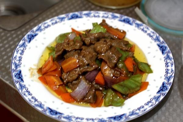 蚝油牛肉的做法,家常菜蚝油牛肉做法 加这三样蔬菜 比餐馆做的味道还好