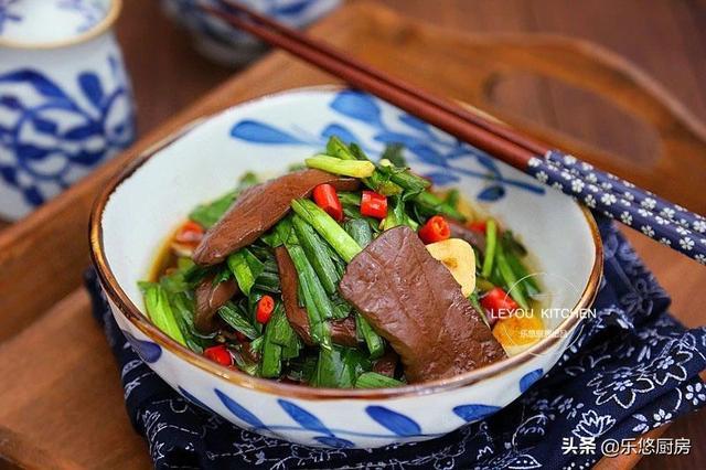 炒韭菜的吃法,韭菜,当属春天的香,10种吃法,一次学会,以后别总用来拌馅了
