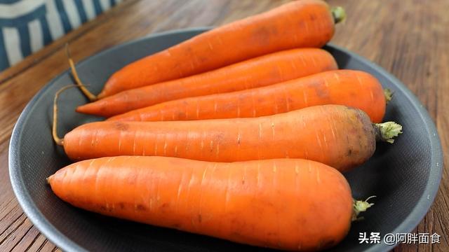胡萝卜怎么做,胡萝卜这样炒着吃,真是太香了,挑食的孩子也乖乖吃饭了